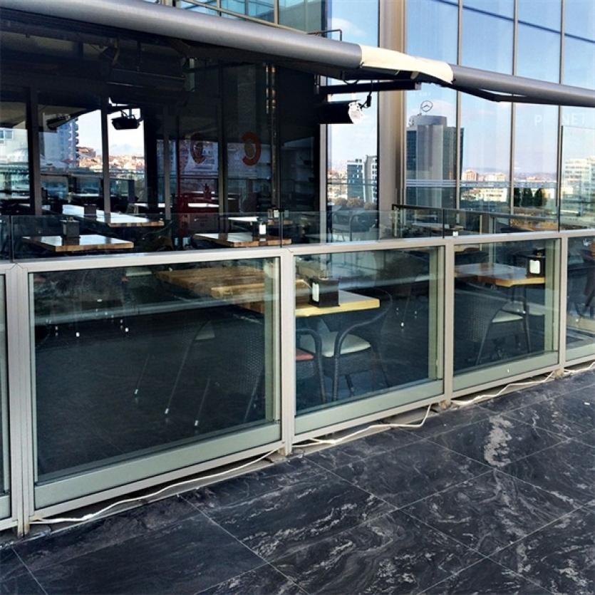 brise vent aluminium et verre glass alu design laval. Black Bedroom Furniture Sets. Home Design Ideas